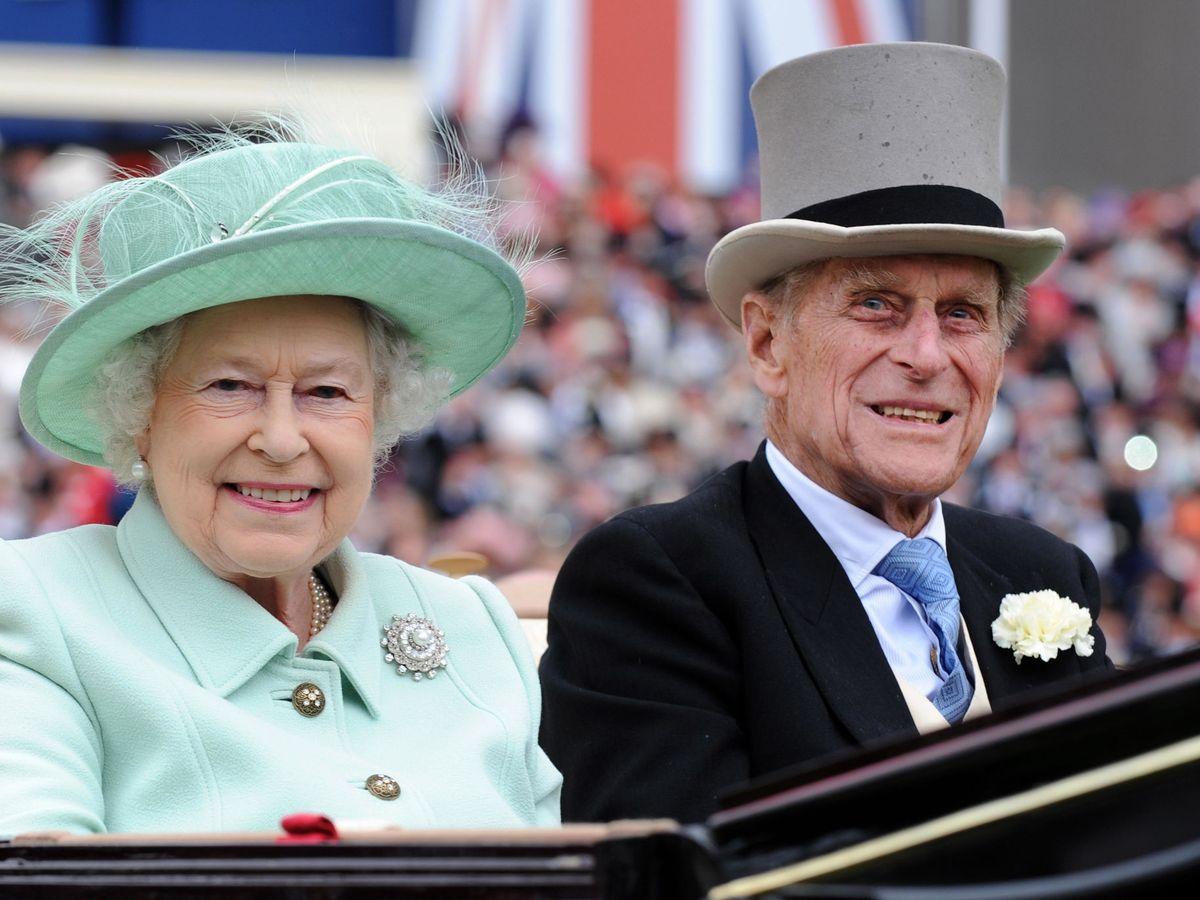Foto: La reina Isabel II y el duque de Edimburgo. (Reuters)