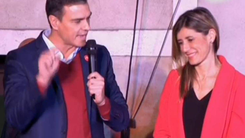 Pedro Sánchez y Begoña Gómez, tras conocer los resultados de las elecciones. (TVE)