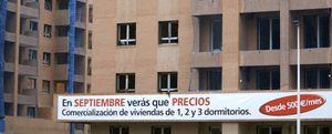 Más leña al fuego: España construye el doble de viviendas que vende