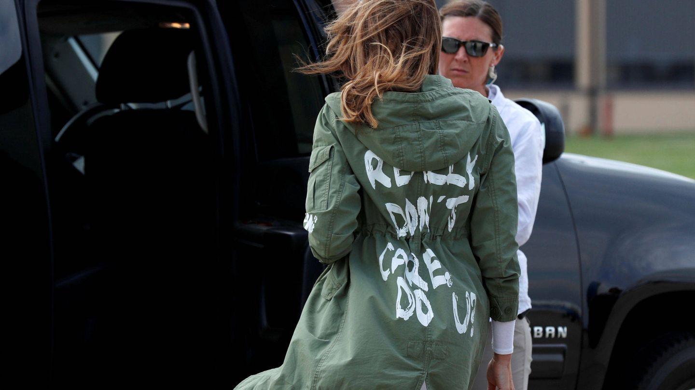 Melania Trump con la chaqueta de la discordia. (Reuters)