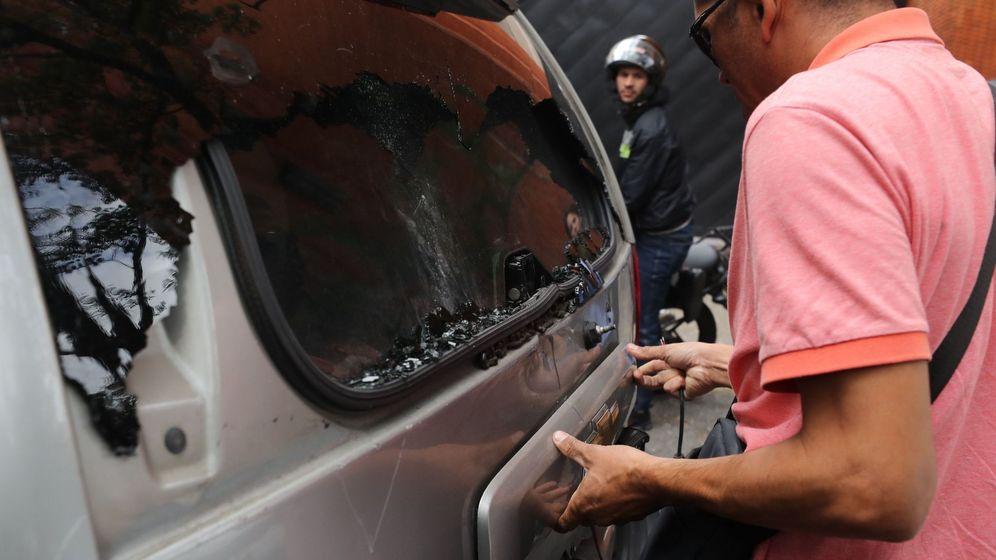 Foto: Civiles armados impiden el ingreso de opositores al parlamento venezolano