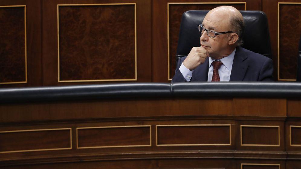 Foto: El ministro de Hacienda, Cristóbal Montoro, en el Congreso. (EFE)