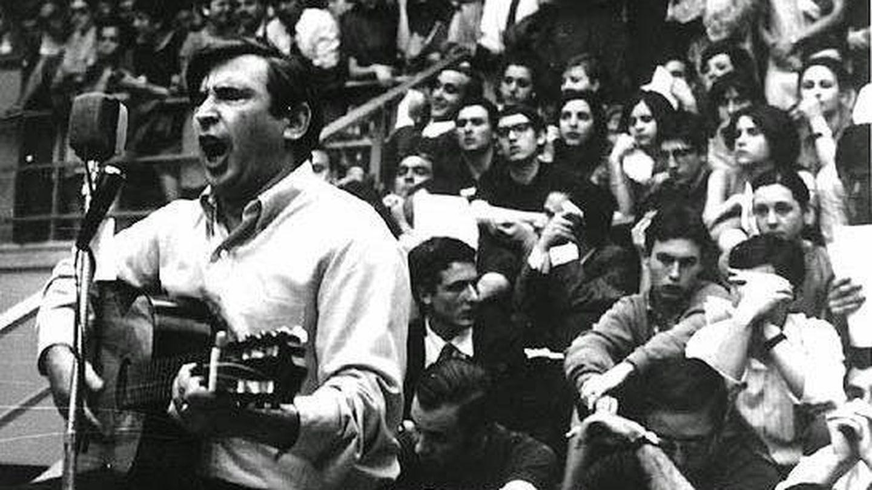 Raimon durante el concierto del 18 de mayo de 1968.