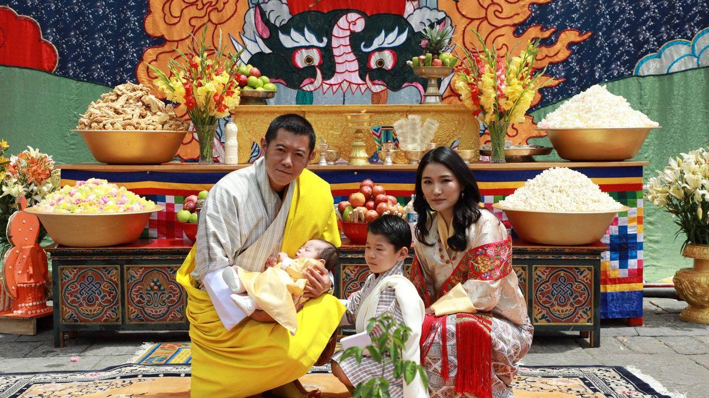 El nombre y las nuevas fotografías del segundo hijo de los reyes de Bután