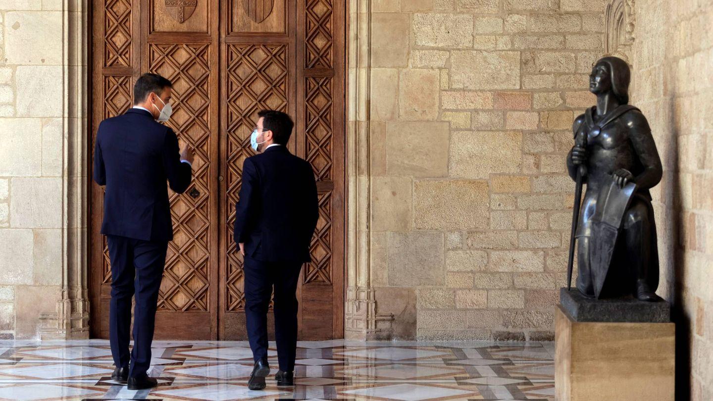 El presidente de la Generalitat, Pere Aragonès, recibe al presidente del Gobierno, Pedro Sánchez. (EFE)
