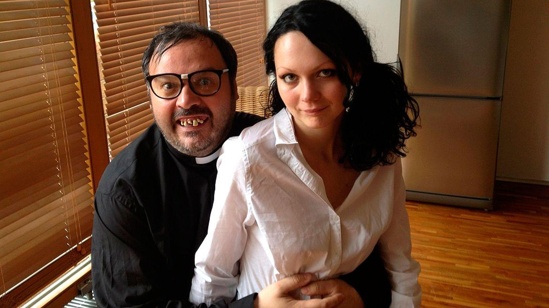 Torbe interpretando al padre Damián (Putalocura.com)