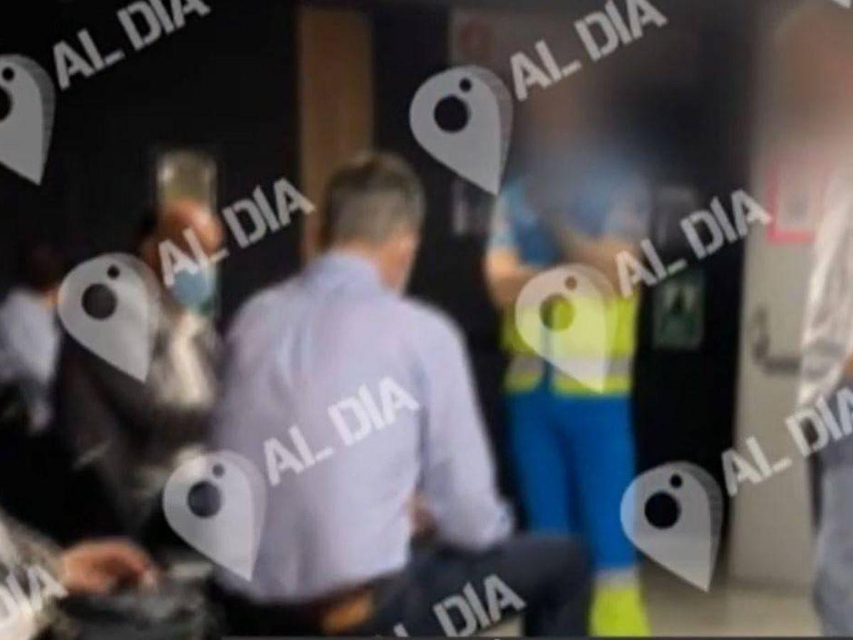 Foto: Imagen del rey Felipe vacunándose de 'Cuatro al día'