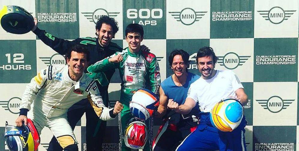 Foto: Imagen de Fernando Alonso con sus compañeros de equipo. (Instagram)