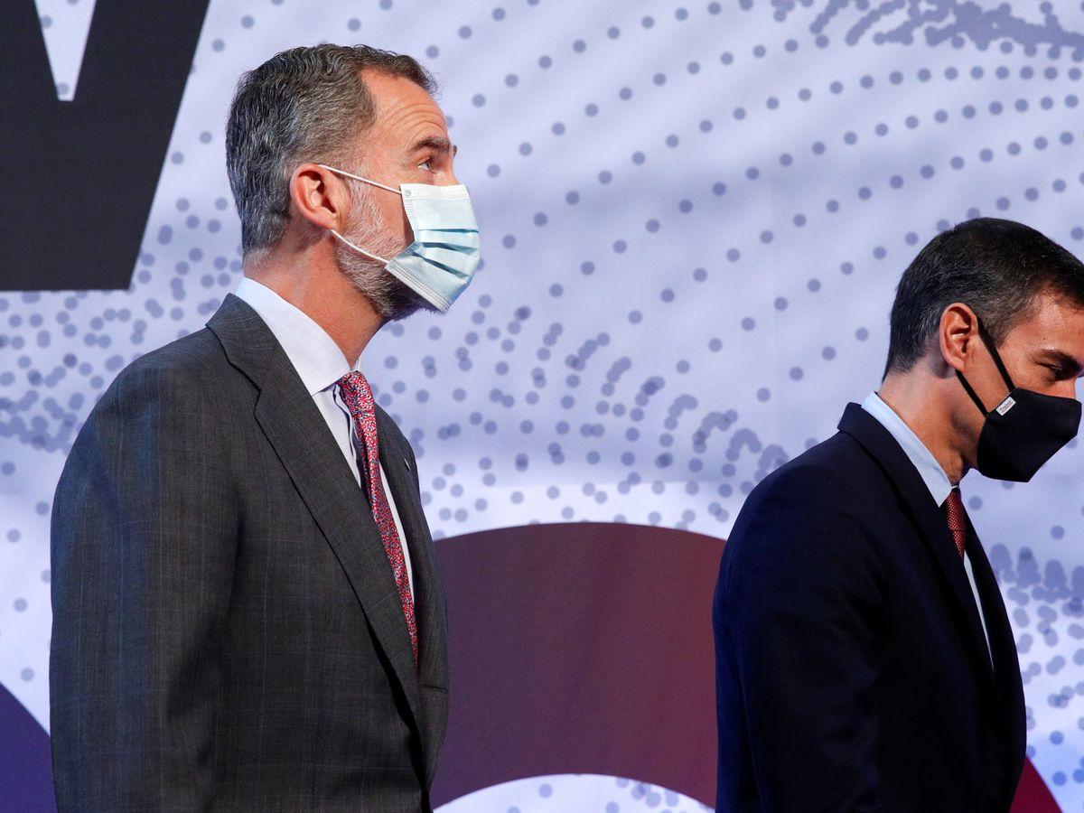 Foto: El Rey Felipe, junto a Pedro Sánchez en Barcelona. (Reuters)