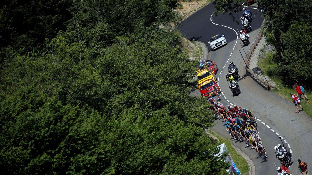 Foto: El pelotón en acción durante la etapa de Carcassonne a Bagneres-de-Luchon (Stephane Mane / Reuters)