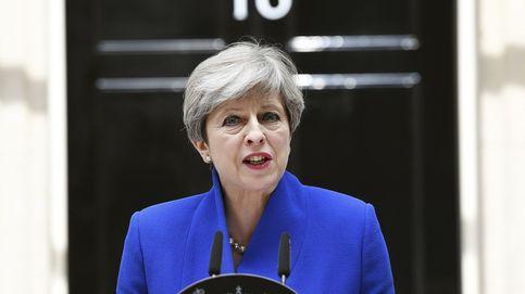 May, dispuesta a poner en peligro el Brexit duro por salvar su carrera política