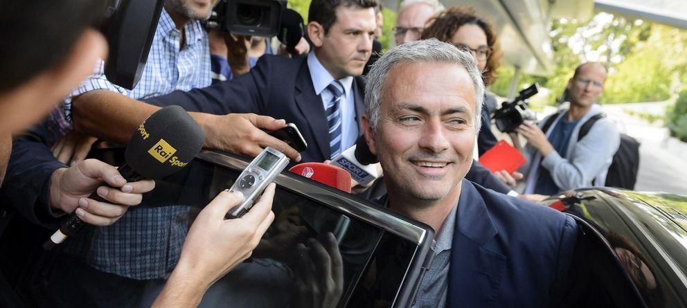 Foto: Mourinho atiende a la prensa tras la reunión de entrenadores de elite que organiza la UEFA (EFE)