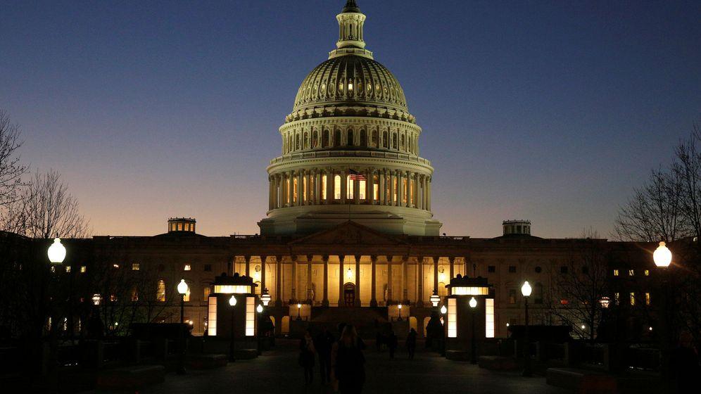 Foto: El edificio del Capitolio durante una puesta de sol, en diciembre de 2016. (Reuters)