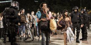 Desmantelan la acampada de los 'indignados' de la plaza Cataluña