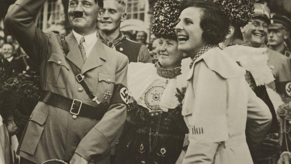 Foto: Hitler, pasándolo bien junto a su amiga Leni Riefenstahl. (Cordon Press)