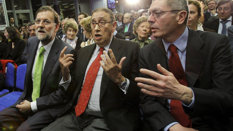 Mariano Rajoy, Alberto Ruiz-Gallardón y Mauricio Casals. (EFE)