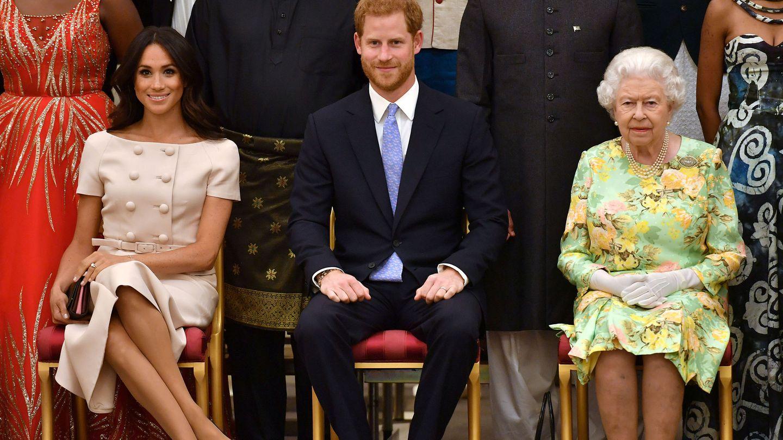 Los Sussex, junto a la reina en 2018. (Reuters)