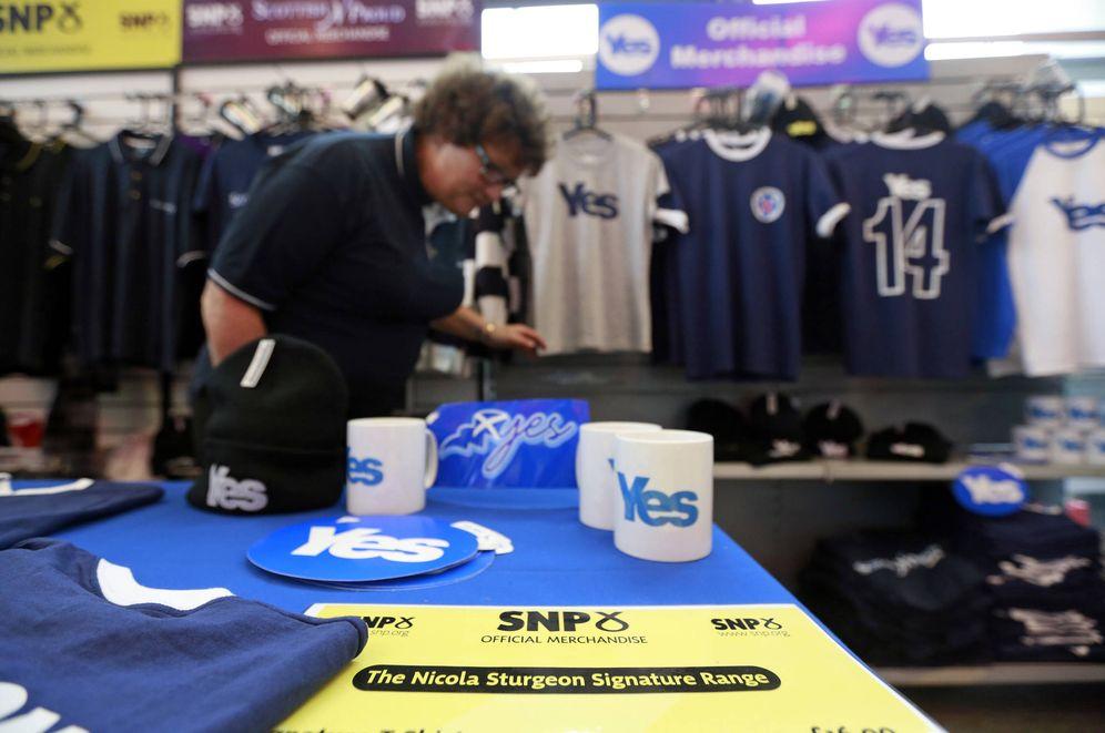 Foto: Artículos de promoción de la independencia en la conferencia anual del SNP, celebrada en Perth. (Reuters)