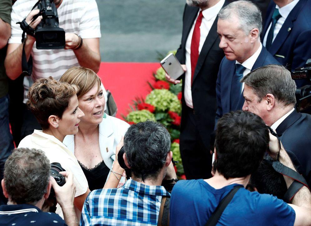 Foto: Chivite y Urkullu, en la toma de posesión de la presidenta de Navarra, junto a Uxue Barkos. (EFE)