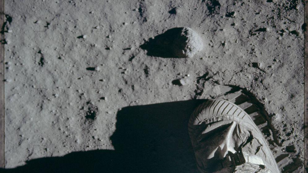 Foto: Momento en el Neil Armstrong pisa la luna. (Mediapro)