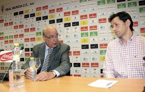 Al Real Murcia le estalla la burbuja hinchada en la época de Clemente