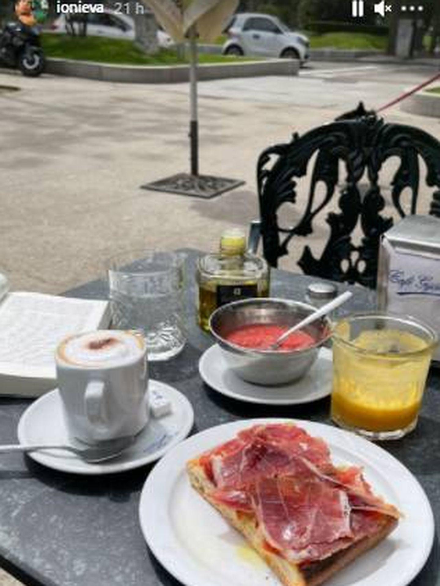 El desayuno que ha disfrutado Íñigo Onieva en compañía de Tamara Falcó. (IG)