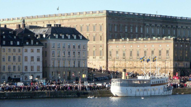 El Palacio Real, en un día de actividad normal. (Holger Ellgaard / Wikimedia Commons)