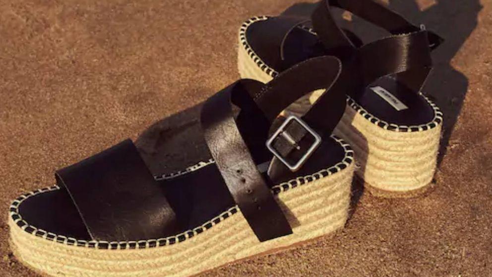 Las sandalias de esparto perfectas para ganar altura sin sufrir arrasan en Pull and Bear