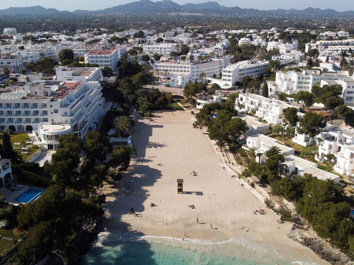 Foto: Vista aérea de la playa de Cala d'Or, en Mallorca. (Reuters)
