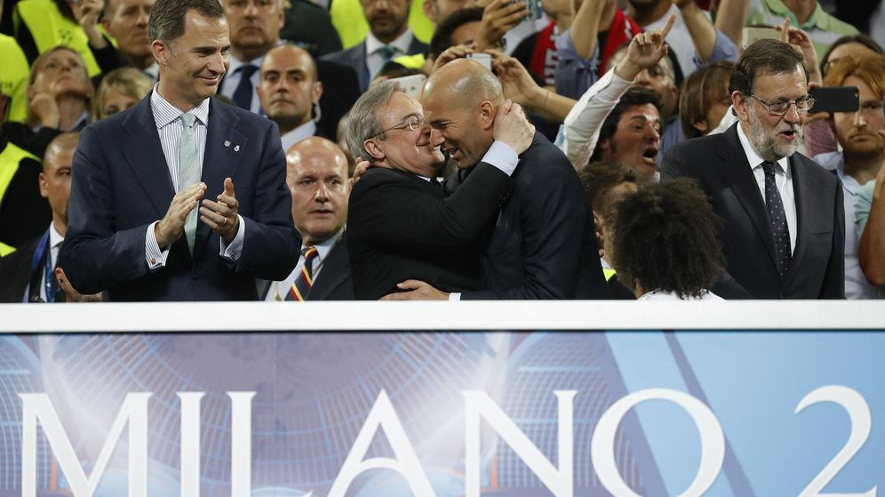 Foto: Florentino Pérez felicita a Zidane tras ganar la Champions en Milan. (EFE)