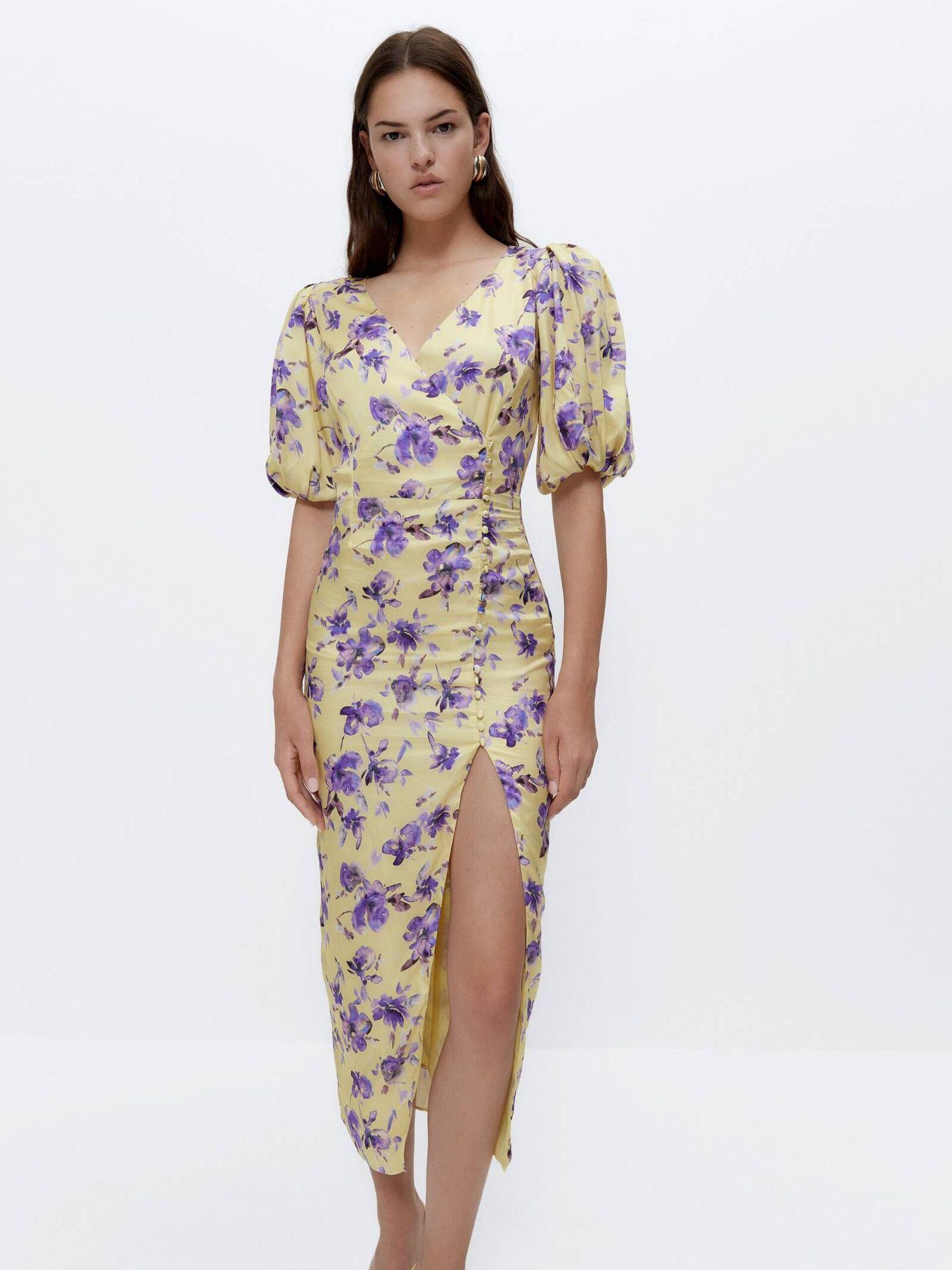 El vestido de invitada perfecta puede ser este de Uterqüe. (Cortesía)