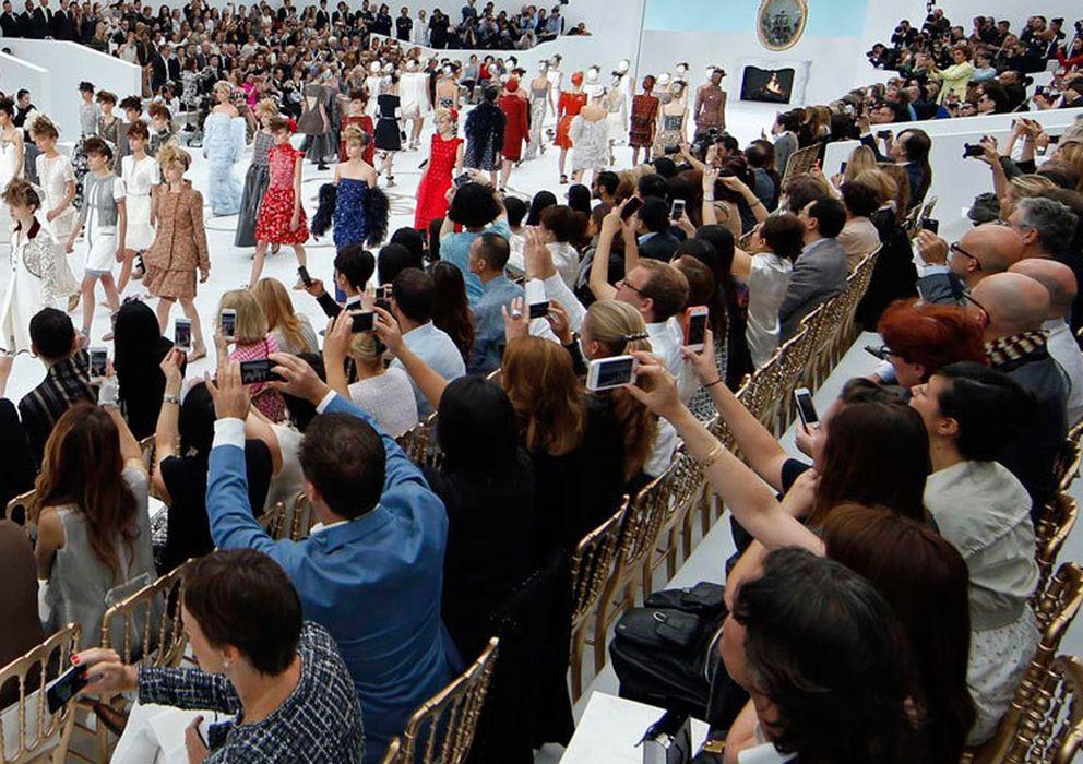 Foto: Móviles en acción durante un desfile de moda