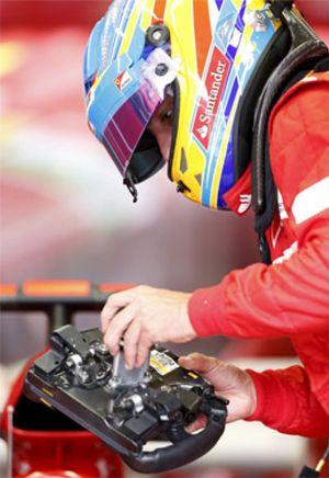 El piloto de Fórmula 1, con una batidora en la cabeza