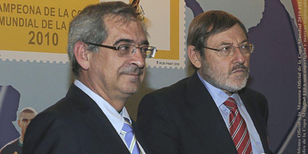 Foto: Sebastián sacrifica al presidente de Correos para estar 'solo' un año al frente de la CNE