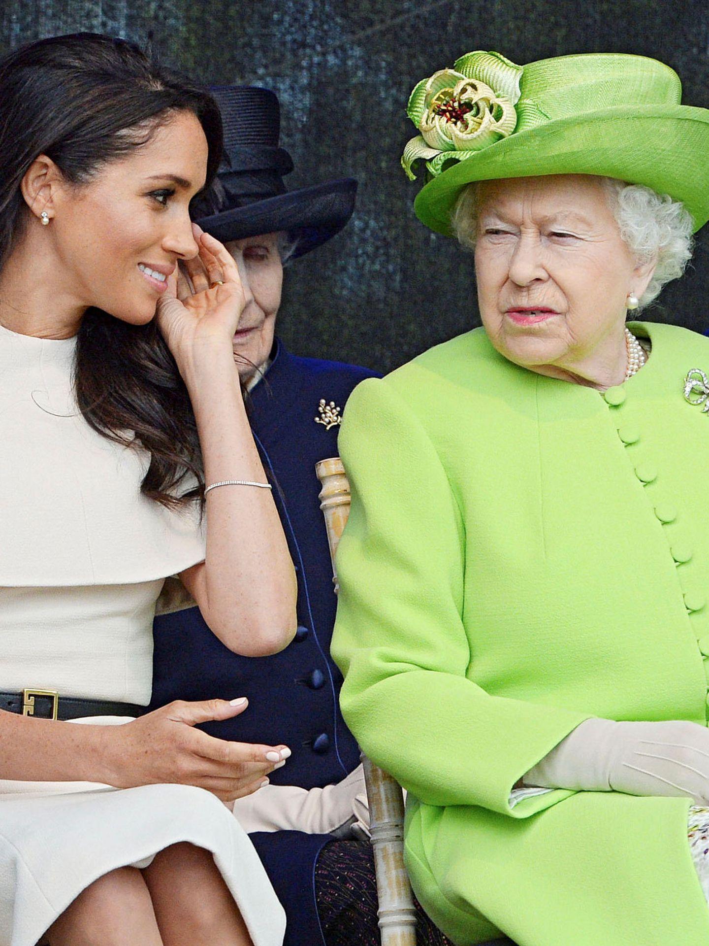 La duquesa de Sussex con la reina. (Reuters)