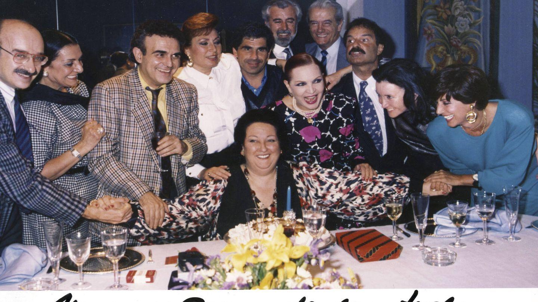 Mariñas, con algunos de sus amigos en el cumpleaños de Montserrat Caballé. (Cortesía)