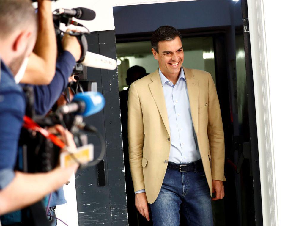 Foto: Pedro Sánchez, a su llegada a la reunión de la ejecutiva del PSOE, este 29 de abril en Ferraz. (Reuters)