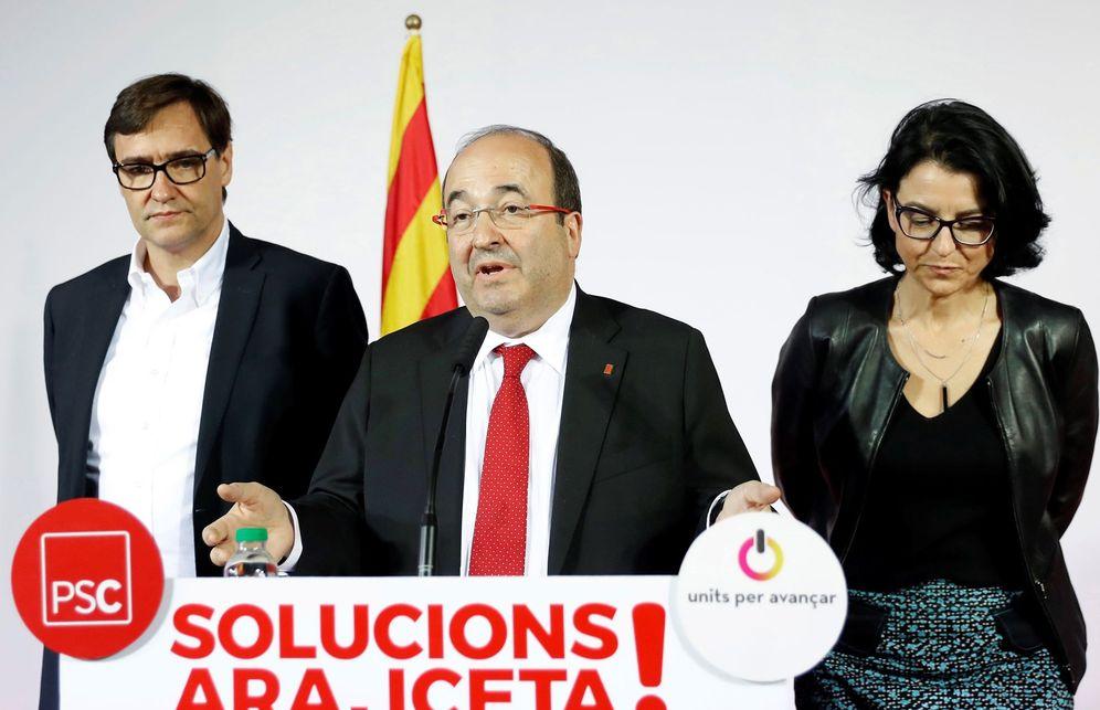 Foto: Miquel Iceta, acompañado de Salvador Illa y Eva Granados, este 21 de diciembre en la sede del PSC. (EFE)