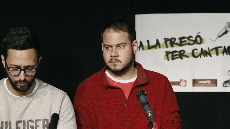Foto: Los raperos Valtonyc (izquierda) y Pablo Hásel en Barcelona (EFE)