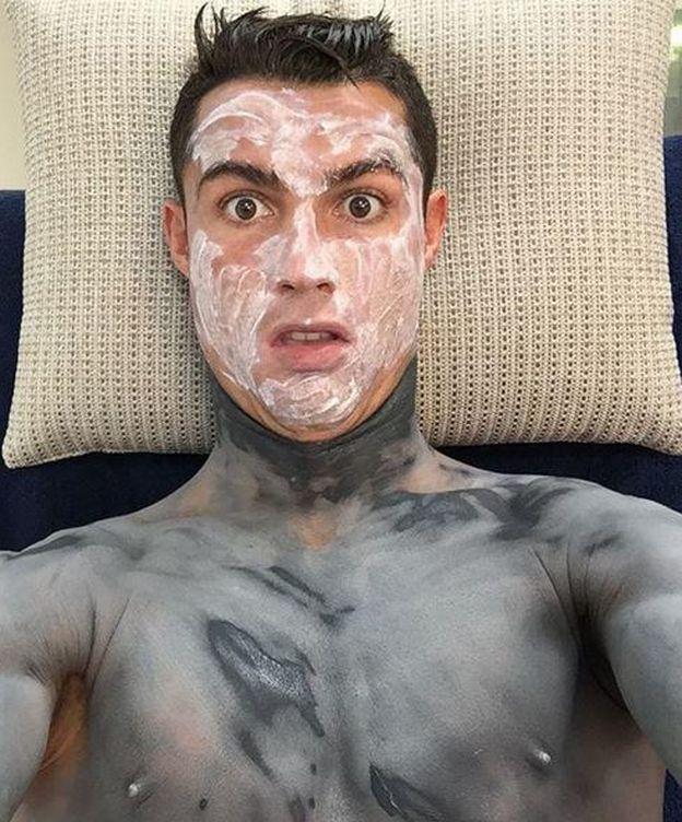 Foto: Cristiano Ronaldo con una mascarilla facial (Instagram)