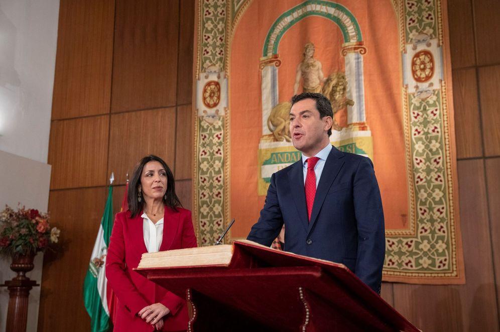 Foto: El nuevo presidente de la Junta de Andalucía, Juanma Moreno, durante el acto de toma de posesión. (EFE)