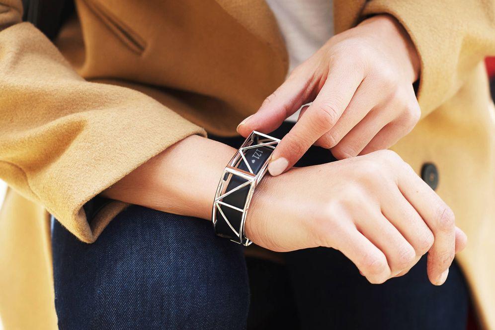 Foto: El brazalete creado por Carlos Martín se coloca sobre las pulseras de actividad para cambiar totalmente su apariencia (Foto: The Bellafit)