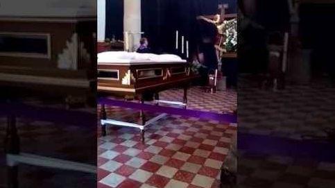 Durante una misa la cabeza de una estatua de cristo se mueve