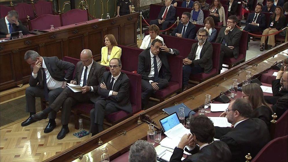 Foto: Los acusados, en la última sesión del juicio del 'procés'. (EFE)