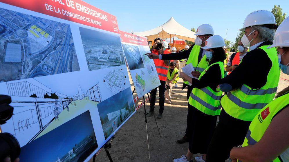 Foto: Ayuso y Escudero visitan la construcción del nuevo hospital de pandemias en Valdebebas. (EFE)