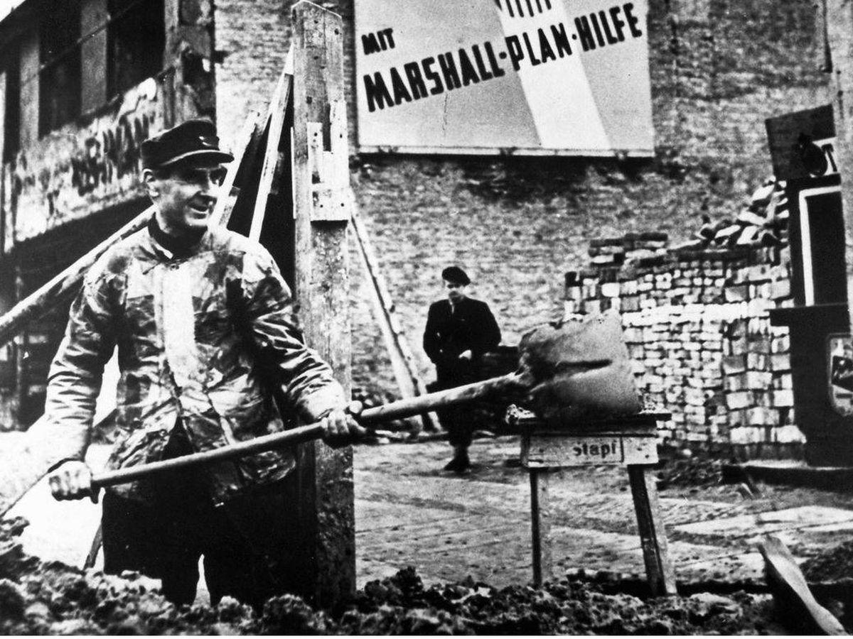 Foto: Trabajos de reconstrucción en Berlín durante la posguerra financiados con el plan Marshall.