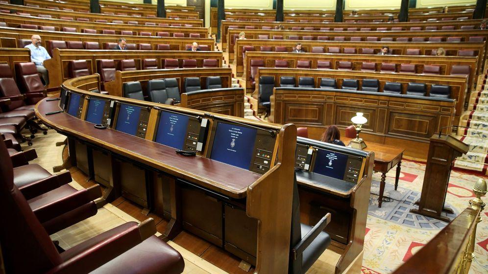 Foto: Un momento del pleno celebrado este miércoles, casi sin diputados. (EFE)