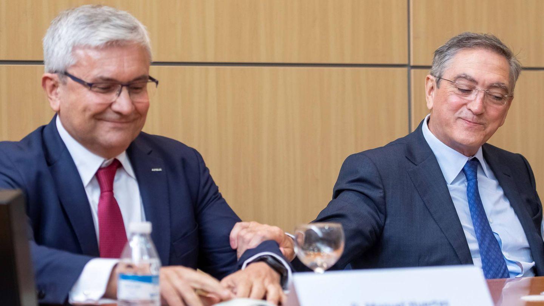 Manuel Huertas (Airbus) y el dueño de Aciturri, Ginés Clemente. (EFE)