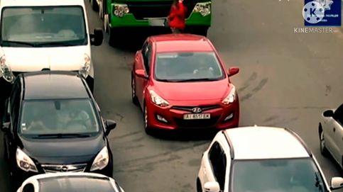 Una mujer es atropellada por un camión tras ir hablando distraída con el móvil
