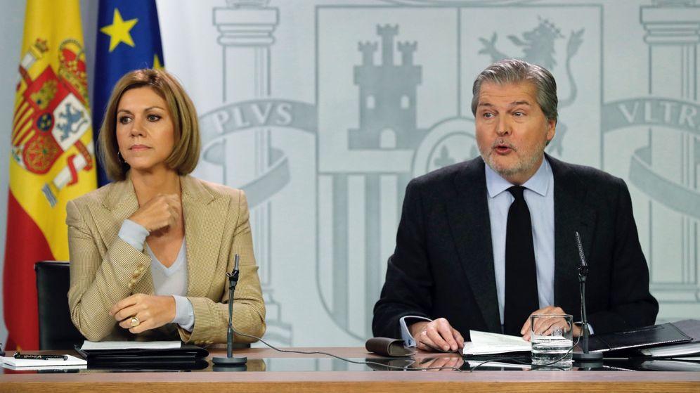 Foto: El ministro de Educación, Cultura y Deporte, y portavoz del Gobierno, Íñigo Méndez de Vigo (d), y la ministra de Defensa, María Dolores de Cospedal. (EFE)